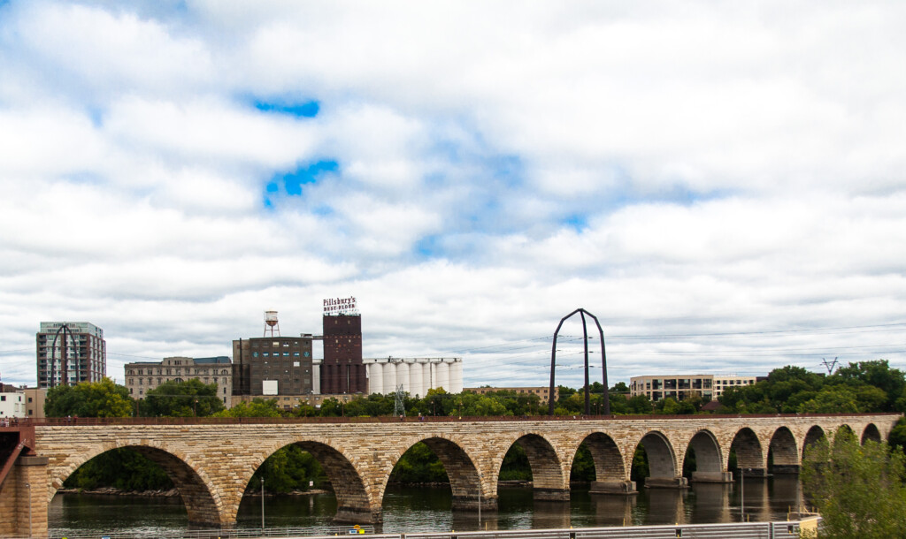 The Novice Traveler's Guide to the Twin Cities